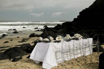 Effortlessly Cool Lava Rock Beach Wedding Inspiration in Byron Bay – Megan Kelly Photo 28