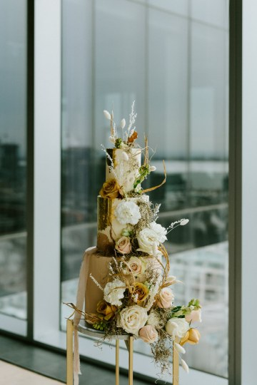 Chic Fall Loft Wedding Inspiration from Toronto – Shannon Robbins Photography – June Bloom Events 29
