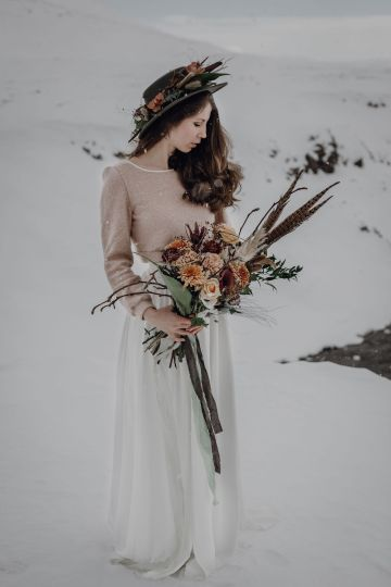 Wild Winter Wedding Inspiration from Iceland – Snowy Scenery and a Bridal Sweater – Melanie Munoz Photography 14