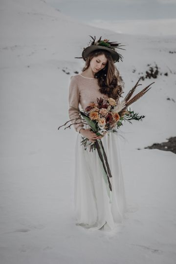 Wild Winter Wedding Inspiration from Iceland – Snowy Scenery and a Bridal Sweater – Melanie Munoz Photography 15