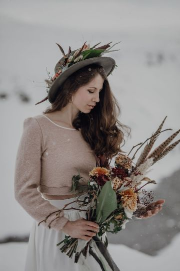 Wild Winter Wedding Inspiration from Iceland – Snowy Scenery and a Bridal Sweater – Melanie Munoz Photography 16