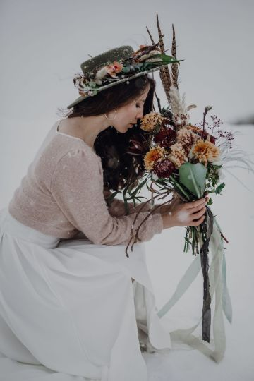Wild Winter Wedding Inspiration from Iceland – Snowy Scenery and a Bridal Sweater – Melanie Munoz Photography 23