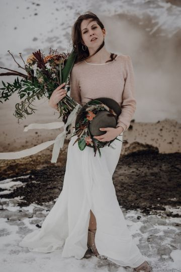 Wild Winter Wedding Inspiration from Iceland – Snowy Scenery and a Bridal Sweater – Melanie Munoz Photography 28