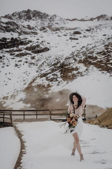 Wild Winter Wedding Inspiration from Iceland – Snowy Scenery and a Bridal Sweater – Melanie Munoz Photography 36