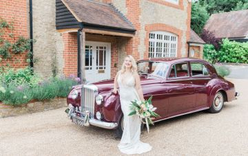 Glamorous Art-Deco Wedding Inspiration With Gold Details