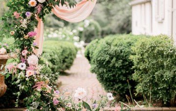 Gorgeous Gold South Asian Wedding Inspiration with a Crescent Moon Altar – Hope Helmuth Photography 14