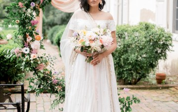 Gorgeous Gold South Asian Wedding Inspiration with a Crescent Moon Altar – Hope Helmuth Photography 17