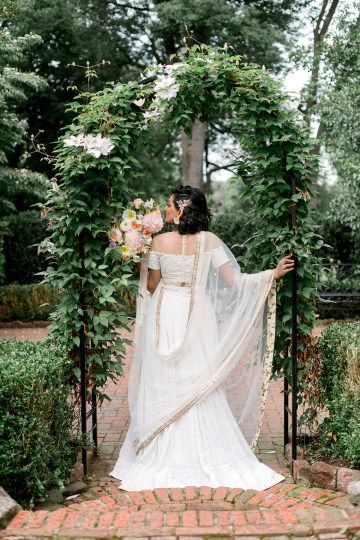 Gorgeous Gold South Asian Wedding Inspiration with a Crescent Moon Altar – Hope Helmuth Photography 20