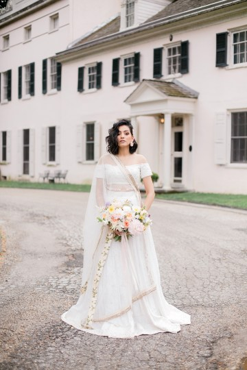Gorgeous Gold South Asian Wedding Inspiration with a Crescent Moon Altar – Hope Helmuth Photography 25