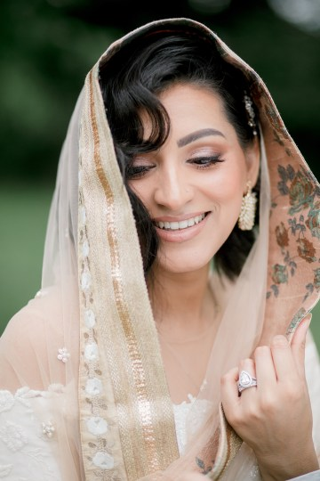 Gorgeous Gold South Asian Wedding Inspiration with a Crescent Moon Altar – Hope Helmuth Photography 34
