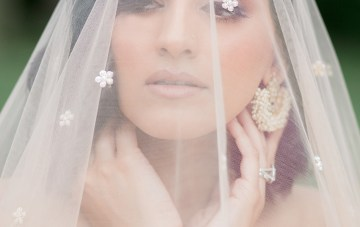 Gorgeous Gold South Asian Wedding Inspiration with a Crescent Moon Altar – Hope Helmuth Photography 35
