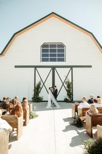 Joyous Oregon Berry Farm Wedding – Phil Chester – Peachy Keen Coordination – Hoffman Farm Store 19