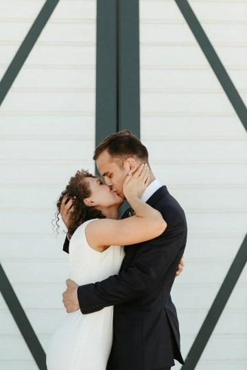 Joyous Oregon Berry Farm Wedding – Phil Chester – Peachy Keen Coordination – Hoffman Farm Store 20
