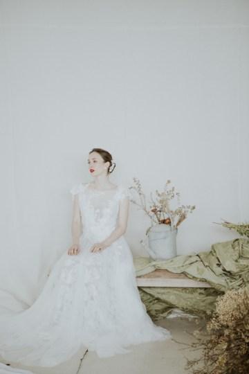 White and Taupe Minimalistic Wedding Inspiration – Vanessa Illi 31