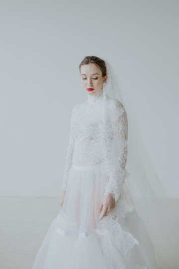 White and Taupe Minimalistic Wedding Inspiration – Vanessa Illi 35