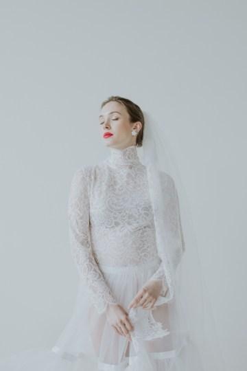White and Taupe Minimalistic Wedding Inspiration – Vanessa Illi 37
