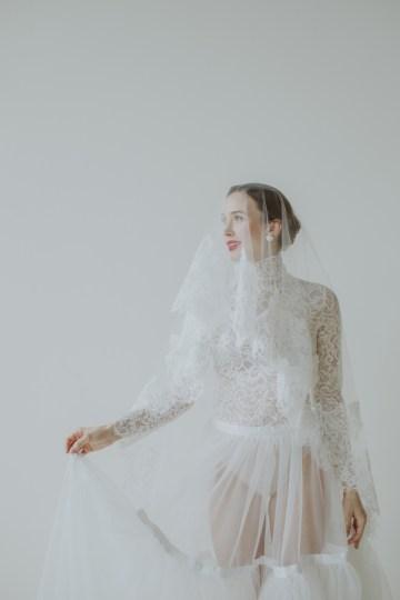 White and Taupe Minimalistic Wedding Inspiration – Vanessa Illi 39