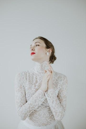 White and Taupe Minimalistic Wedding Inspiration – Vanessa Illi 42