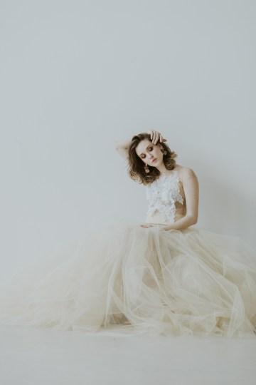 White and Taupe Minimalistic Wedding Inspiration – Vanessa Illi 45