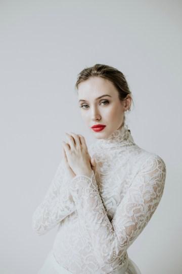 White and Taupe Minimalistic Wedding Inspiration – Vanessa Illi 9