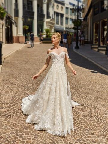 10 Gorgeous Ball Gown Wedding Dresses – Val Stefani – D8226_A