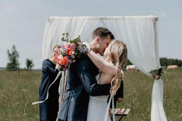 Pretty Meadow Wedding in the Czech Republic – Carols Darkroom 1