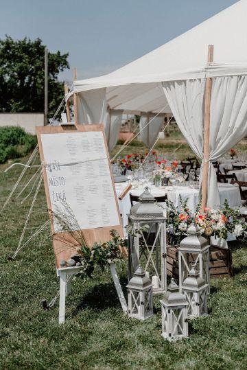 Pretty Meadow Wedding in the Czech Republic – Carols Darkroom 14