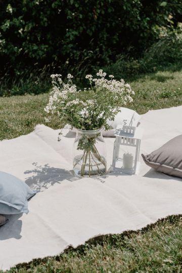 Pretty Meadow Wedding in the Czech Republic – Carols Darkroom 16