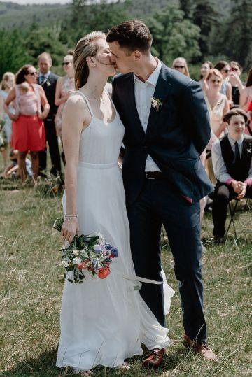 Pretty Meadow Wedding in the Czech Republic – Carols Darkroom 23