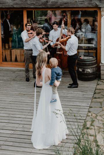 Pretty Meadow Wedding in the Czech Republic – Carols Darkroom 31