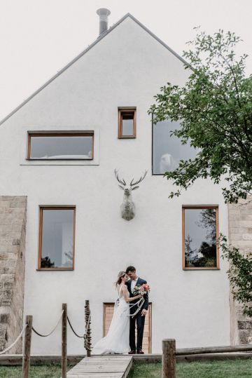 Pretty Meadow Wedding in the Czech Republic – Carols Darkroom 33