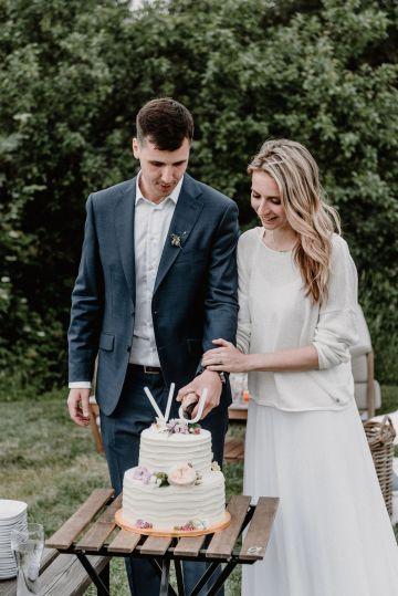 Pretty Meadow Wedding in the Czech Republic – Carols Darkroom 41