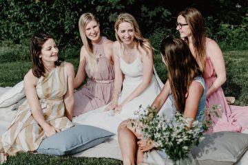 Pretty Meadow Wedding in the Czech Republic – Carols Darkroom 6
