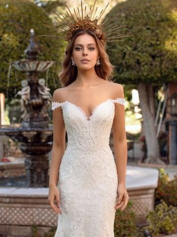 10 Gorgeous Wedding Dresses that Flatter Your Curves – Moonlight Bridal – Val Stefani – Bridal Musings – D8241_C