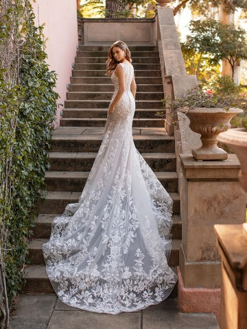 10 Gorgeous Wedding Dresses that Flatter Your Curves – Moonlight Bridal – Val Stefani – Bridal Musings – D8243_B