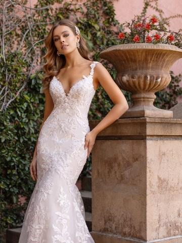 10 Gorgeous Wedding Dresses that Flatter Your Curves – Moonlight Bridal – Val Stefani – Bridal Musings – D8243_C