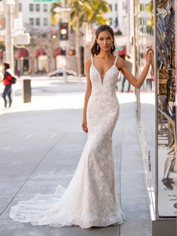10 Gorgeous Wedding Dresses that Flatter Your Curves – Moonlight Bridal – Val Stefani – Bridal Musings – H1446_C