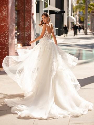 10 Gorgeous Wedding Dresses that Flatter Your Curves – Moonlight Bridal – Val Stefani – Bridal Musings – H1452_B