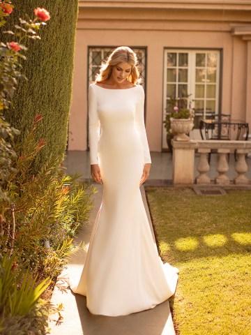 10 Gorgeous Wedding Dresses that Flatter Your Curves – Moonlight Bridal – Val Stefani – Bridal Musings – J6791_A