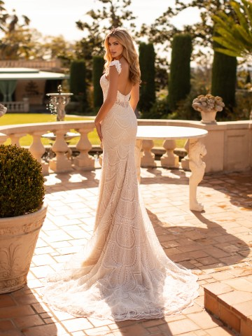 10 Gorgeous Wedding Dresses that Flatter Your Curves – Moonlight Bridal – Val Stefani – Bridal Musings – J6798_B