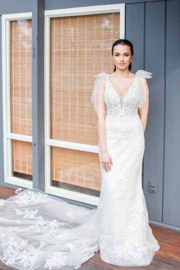 Maggie Sottero Pacific Northwest Beach Wedding Inspiration – Claire Eliza – Bridal Musings 14