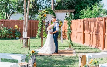 Intimate Summery Backyard Cottage Wedding