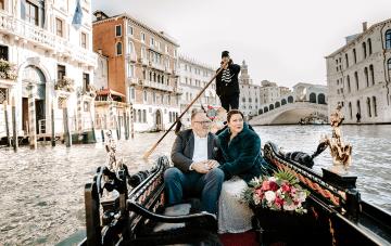 A Glamorous Venice Winter Elopement