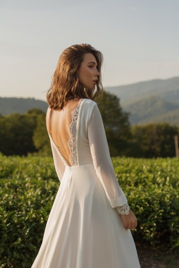 Feminine Simple Minimalistic Wedding Dresses by Mila Bridal 2020 2021 – Bridal Musings 14