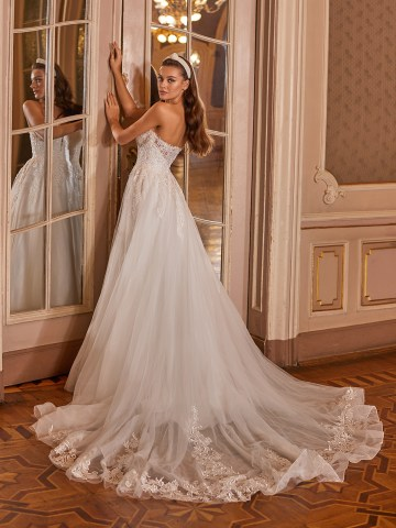 How to Plan A Luxurious Wedding At Home – Moonlight Bridal – Bridal Musings – J6827_B