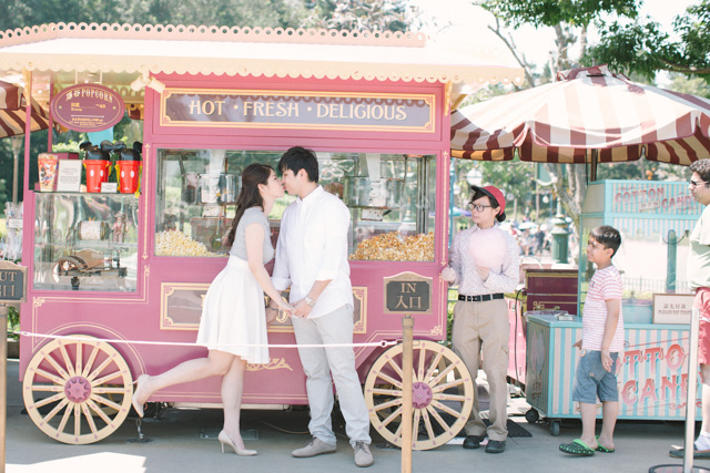 SavourProduction-hongkong-sweet-disneyland-prewedding-engagement-casual-004