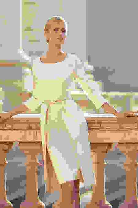 5635db591c20 ... της στυλ και καλό είναι να φορέσει ένα φόρεμα σε γραμμή που κολακεύει  το σώμα της και σε χρώμα που ταιριάζει με την επιδερμίδα της και της αρέσει.