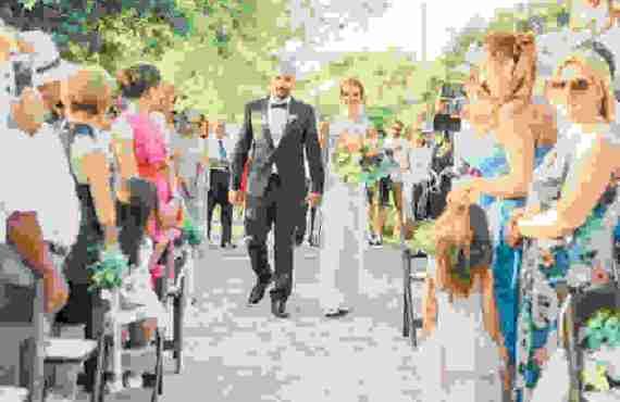Γάμος με Παραδοσιακά Στοιχεία και Minimal Chic Λεπτομέρειες στον Άγιο…