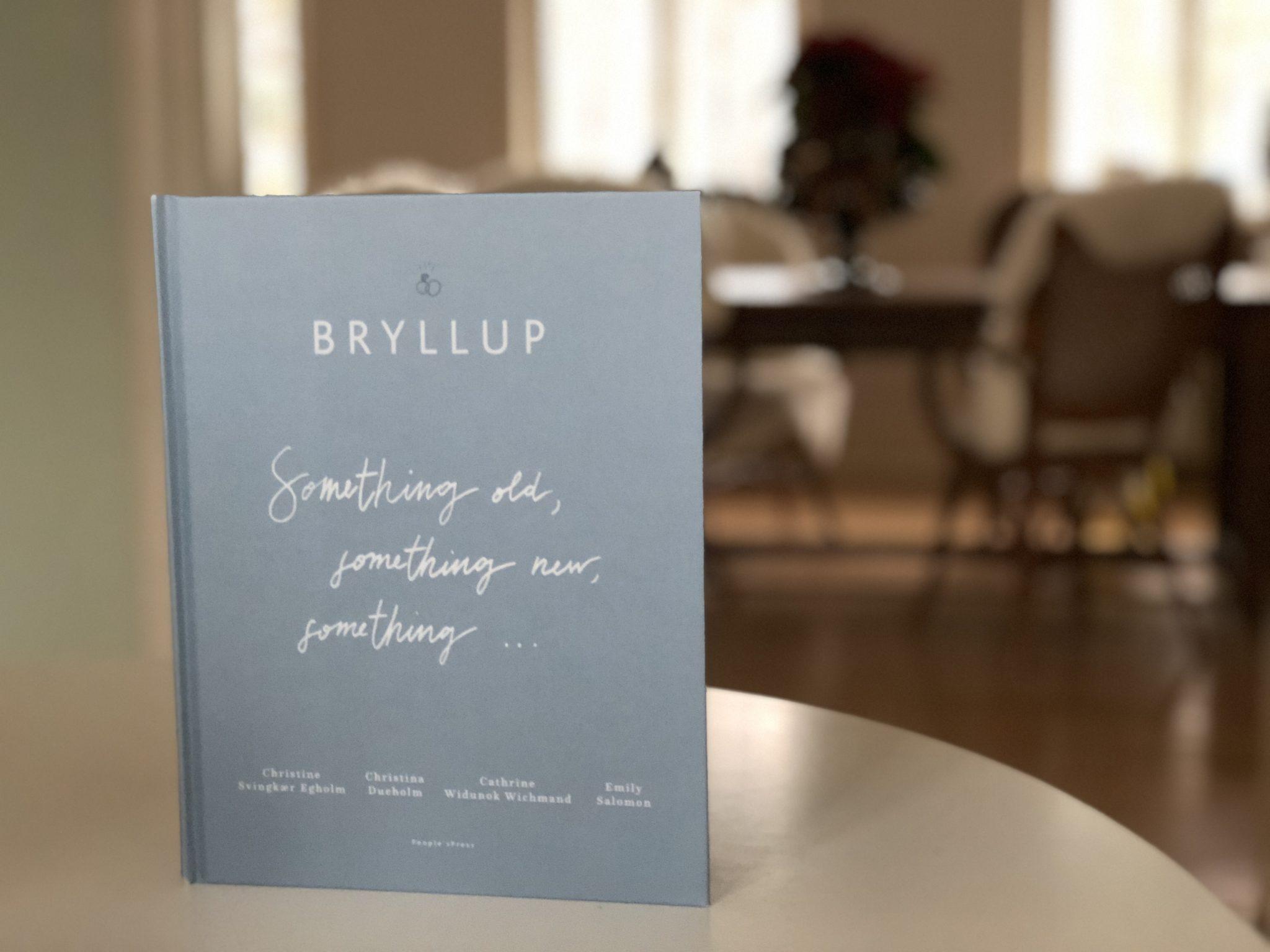 d311a817aba7 Emily havde det mest gennemførte boho bryllup i en rå værkstedshal på  Refshaleøen i København med udendørs vielse og fest under kulørte lanper  til den lyse ...