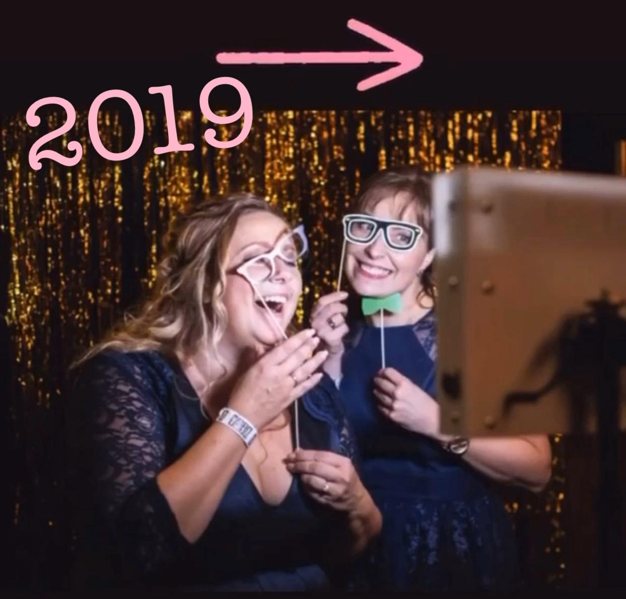Kvinderne bag Bridenista laver sjov med selfiebooth